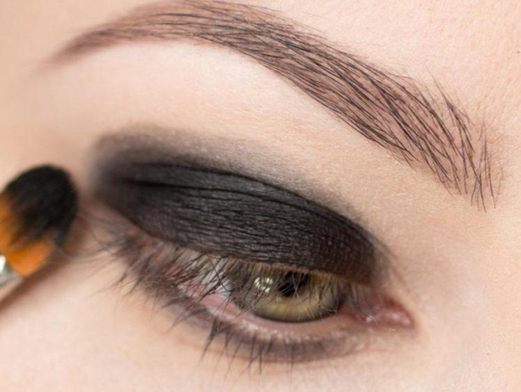 Фото дымчатого макияжа глаза