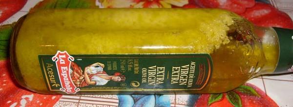 Бутылка оливкового масла после холодильника