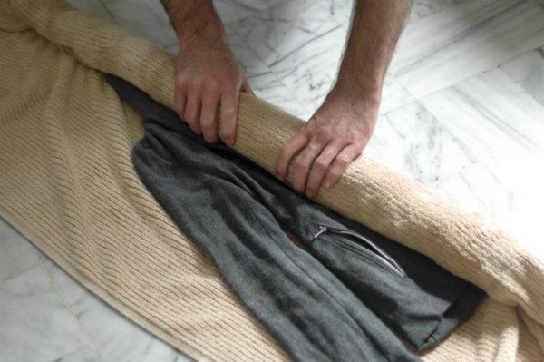 Способ убрать лишнюю влагу из пальто