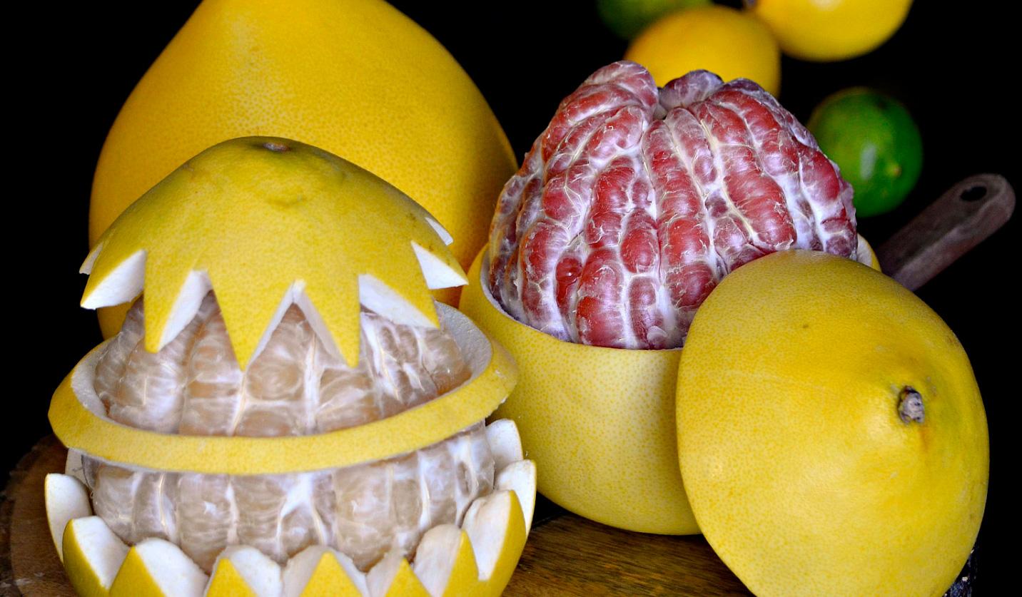Два вида фрукта помело